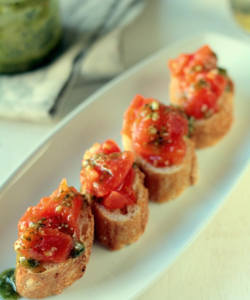bruschetta de tomate y pesto - cocina para emancipados