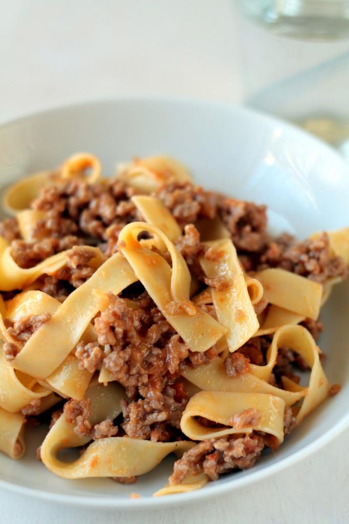 pasta con mermelada de tomate y carne especiada