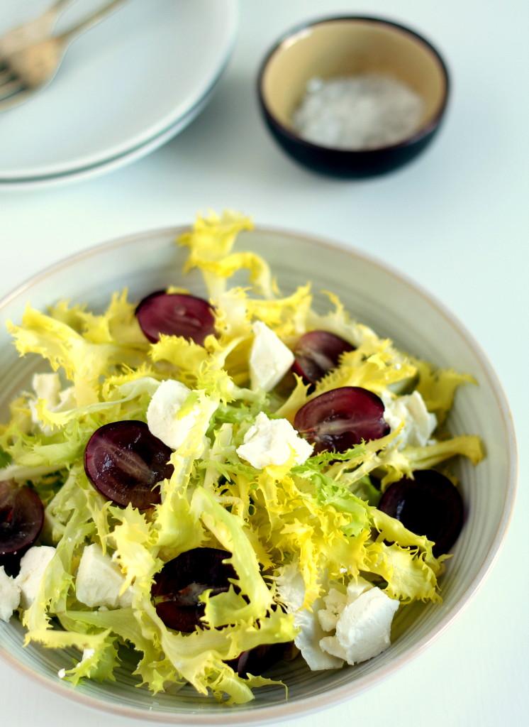 ensalada de uvas y queso de cabra