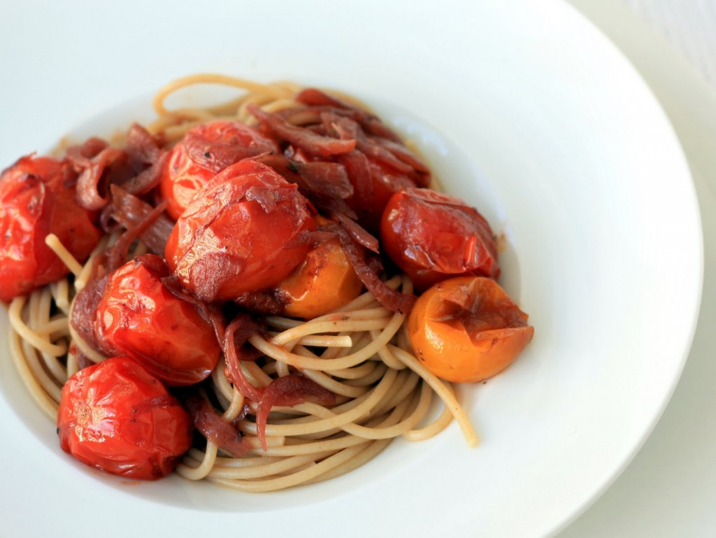 pasta al vino tinto con tomates