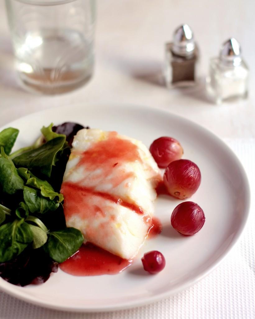 bacalao con salsa de uvas