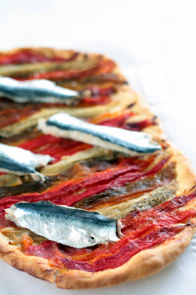 coca de recapte de pimientos y sardinas